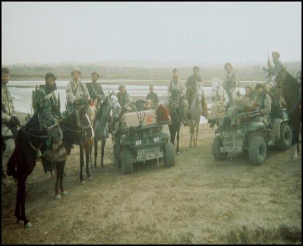 کاپیتان ناتش رهبری گروه پنجم عملیاتی الفا 595 را به عهده داشت. این تیم سوار بر اسب ها در حالی با متحدین شبه نظامی کار میکردند، که افغانستان را از دست طالبان در سال 2001 نجات دهند. / عکس: Mark Nutsch