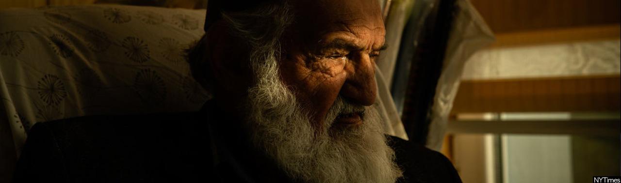 در گوشه ای دنج و آرام، شاعر پیر افغان، آینه دل را جلا می دهد