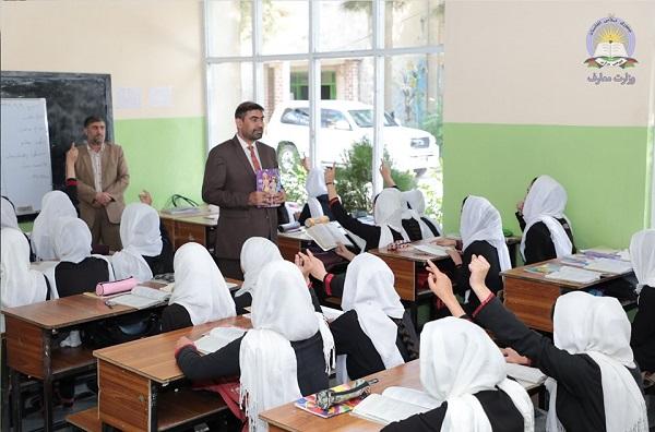 اکنون در سراسر کشور بیش از 9 میلیون دانش آموز که 38 درصد آنان را دختران تشکیل میدهد در 18 هزار مکتب از خدمات تعلیمی بهره مند میشوند.