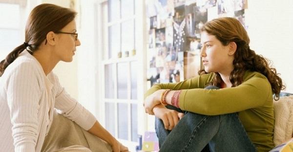 بهترین کار این است که بنشینید و با فرزندتان گفتگویی دوستانه داشته باشید.