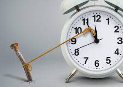 کسانی که کارشان را مرتب به تعویق میاندازند اغلب بیش از حد نگران حاصل و بازده نهایی کاری که انجام میدهند هستند.