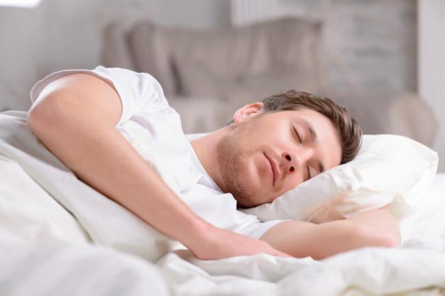 دکتر متیو واکرز در کتاب «چرا میخوابیم» مینویسد برخی آدمها الگوی خواب منظمی دارند و برخی دیگر با دیر خوابیدن و دیر بیدار شدن راحت هستند. این پدیده با تمایل بدن برای دنبال کردن ساعت زیستیِ خود، مرتبط است