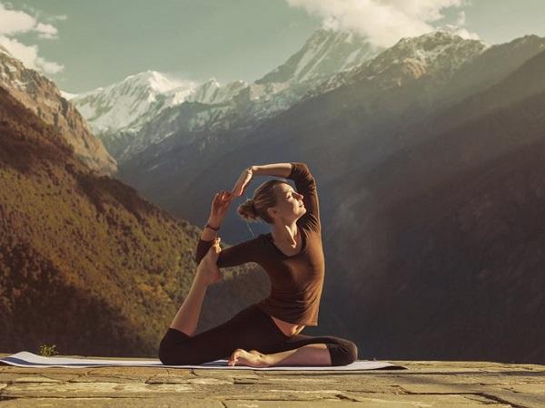 آشتانگا مستلزم قوای فیزیکی زیادی است. شما باید به لحاظ انعطافپذیری، استقامت و بنیه در سطح مطلوبی قرار داشته باشید.