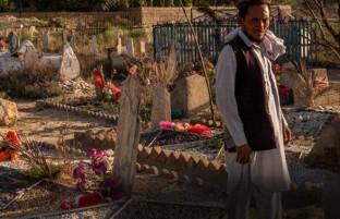 کودکی در شوک مرگ پدر؛ امان الله وطن دوست، پنجمین برادری که سرش را بر سر افغانستان گذاشت