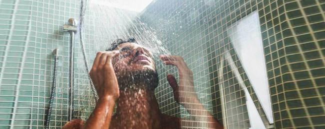 از کاهش استرس تا سلامت پوست؛ ۱۳ فایده دوش آب سرد برای سلامتی
