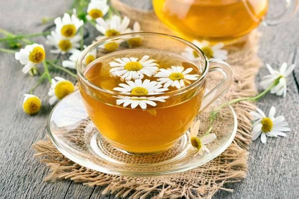 چای بابونه میتواند به مدیریت اضطراب کمک شایانی کند. به علاوه، استفاده از این چای یا جوشانده در دوزهای بالا بیخطر است.