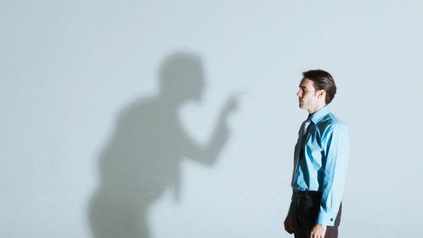 ما به حدی عادت به شنیدن صدای درونیمان داریم که به راحتی ممکن است نسبت به پیامهایی که برای خودمان می فرستیم بیاعتنا شویم.