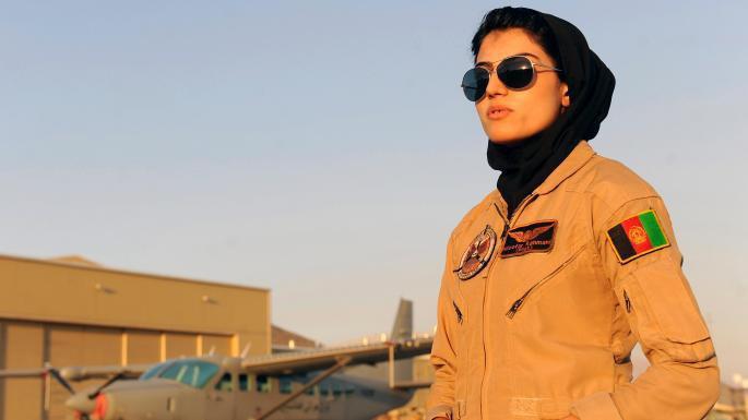 رحمانی در 18 سالگی، در کشوری زندگی می کرد که دختران حتی اجازه رفتن به مکتب را نداشتند، اما او در نیروی هوایی افغانستان ثبت نام کرد