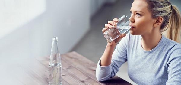 نوشیدن آب به طور موقتی سرعت متابولیسم را افزایش میدهد. اما در صورتی که آب سرد بنوشید.