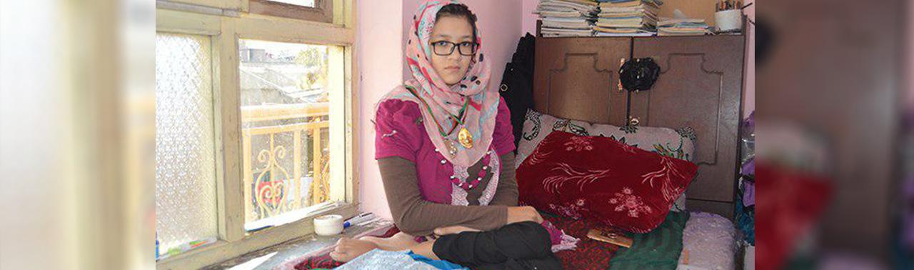 دختری که می خواهد دنیا را تغییر دهد؛ داستان باشکوه زندگی فرحناز بهادری بستکبالر ویلچر نشین