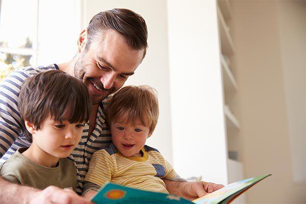 پیش از آنکه کودکان خواندن را یاد بگیرد، باید عشق به کتاب را در آنها ایجاد کنید