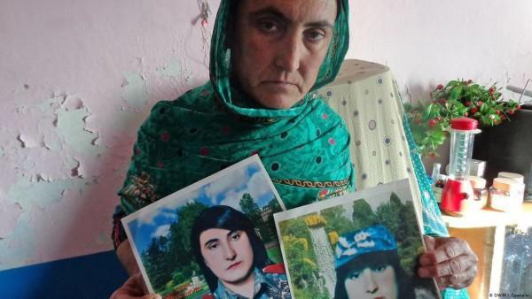 شرمیلا در خانوادهای نظامی بزرگ شده است، پدر جنرال و 2 برادرش نیز در اردو ایفای وظیفه کرده و در همین جریان نیز کشته شدهاند