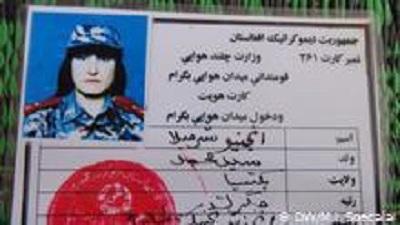 خانم شرمیلا افغان 200 پرواز با جت جنگی مک 21 داشته است. او به نقاط مختلف از جمله هلمند و قلات در خط جنگ کار کرده است