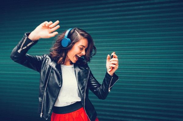 گوش دادن به موسیقیِ سازی که لرز بر اندامتان میاندازد میتواند تولید دوپامین را در مغزتان افزایش بدهد.