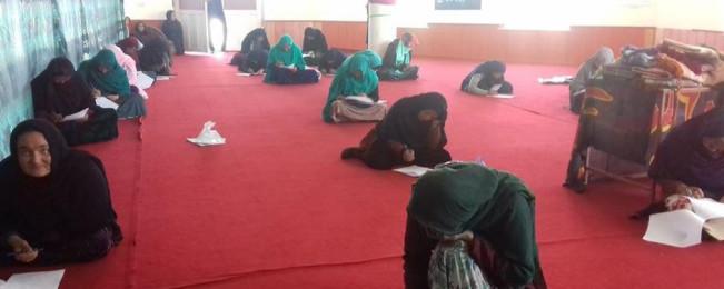 از دوردست های افغانستان؛ مسابقه کتابخوانی با حضور چشم گیر زنان و چشم انداز آموزش بزرگ سالان در ولایت دایکندی