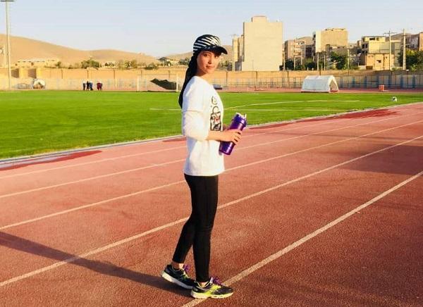 """نسرین اصغری، دختر 18 ساله است که در ایران زندگی میکند و از 4 سال به این سو در """"دوی میدانی"""" فعالیت دارد."""