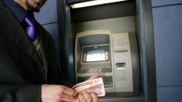 سیستم پرداخت پول از طریق ماشین های خودپرداز و یا ای تی ایم، توانسته تسهیلات بیشتری را فراهم کند.