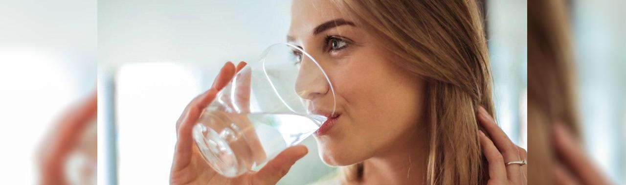 فواید نوشیدن آب؛ اگر میخواهد وزن کم کنید و در سلامت کامل باشید آب بنوشید