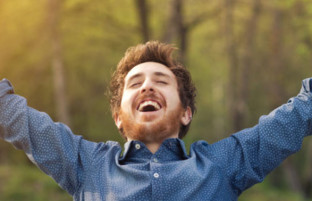 آیا به دنبال شادی در زندگی خود هستید؟ پس این ۸ عادت را ترک کنید