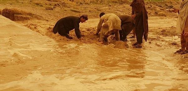 در روزهای اخیر طوفانها همراه با سیلاب به مردم ولایات جنوبی چون قندهار و هلمند آسیب زیادی وارد کرده است.