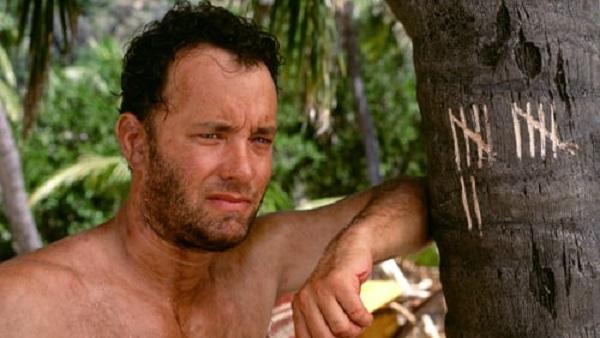 دورافتاده یک فیلم الهامبخش بینظیر است، داستان مردی که بعد از سقوط هواپیما در یک جزیره خالی از سکنه گیر میافتد.