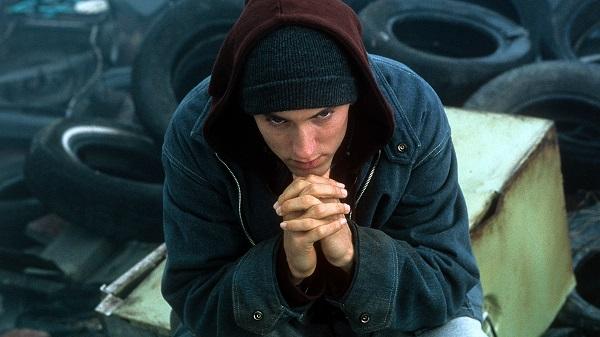 فیلم ۸ مایل داستان زندگی امینِم، رَپِر معروف است.