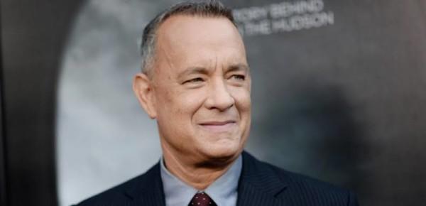 تام هنکس تهیهکننده و بازیگر آمریکایی است.