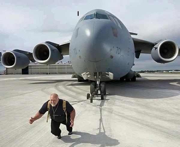 کوین فست، که چندین رکورد کشیدن چیزهای سنگین را دارد، در سال ۲۰۰۹ توانست هواپیمای سیسی- ۱۷۷ گلوبمستر۳ را با وزن حدود ۱۸۹۰۰۰ کیلوگرم، به مسافت هشت و نیم متر بکشد.