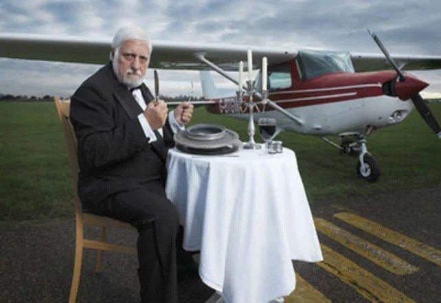 مایکل لوتیتو که سال ۲۰۰۷ در سن ۵۷ سالگی مرد، به دلیل خوردن ۹ تن فلز در طول دوران زندگیاش مشهور بود.