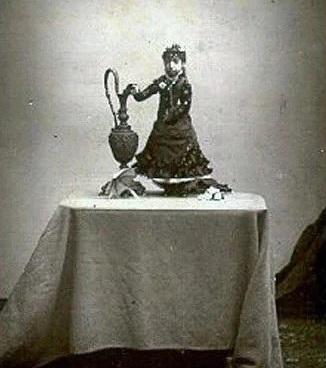 لوسیا زاراته، از مکزیک، در کتاب گینس به عنوان سبکترین جهان جهان ثبت شدهاست. او فقط ۲۱۰۰ گرم وزن و حدود ۵۵ سانت قد داشت.