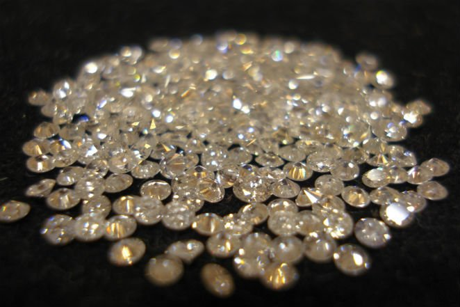 پژوهشگران ناسا بر این باورند که در سیارههای زحل و مشتری باران الماس میبارد.