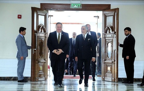 عبدالله عبدالله در واکنش به بیانیهی وزارت خارجه آمریکا در رابطه که کاهش یک میلیارد دالری کمکهایش به حکومت افغانستان، در صفحهی فیسبوک خود نوشته است؛ «در حالیکه از همکاریهای ایالات متحدهی امریکا برای مردم افغانستان و کوششها برای زمینهسازی مذاکرات بینالافغانی بهمنظور تأمین صلح عادلانه و پایدار تشکر و قدردانی مینماییم، میخواهیم تاکید کنیم که ادامه این همکاری ها در راستای تامین منافع ملی و آوردن صلح در کشور، برای مردم ما اهمیت خاص دارد.»