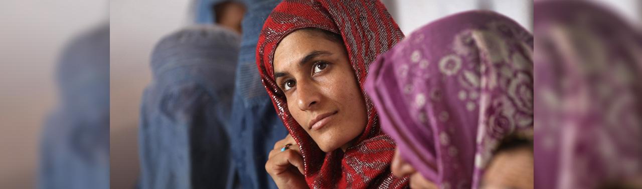 از تغییر سمبول ها تا تفاوت نگاه ها؛ چگونه جامعه شهری افغانستان به سوی الگوهای زنانه عبور می کند؟