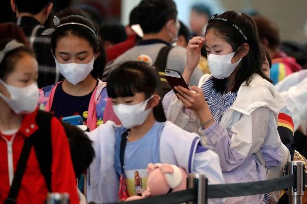 قرنطینه فقط برای افراد بیمار نیست. افرادی که سالم به نظر میرسند نیز ممکن است یک بیماری را گسترش بدهند و ناقل آن باشند بدون اینکه نشانههای بیماری را داشته باشند