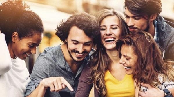 خندیدن روشی فوقالعاده برای تمرین دادن عضلات شکمی و افزایش حجم ریه است.