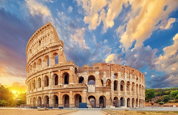 کولوسئوم که در سال ۷۰ میلادی ساخته شده، بزرگترین تماشاخانه در امپراتوری روم بودهاست.