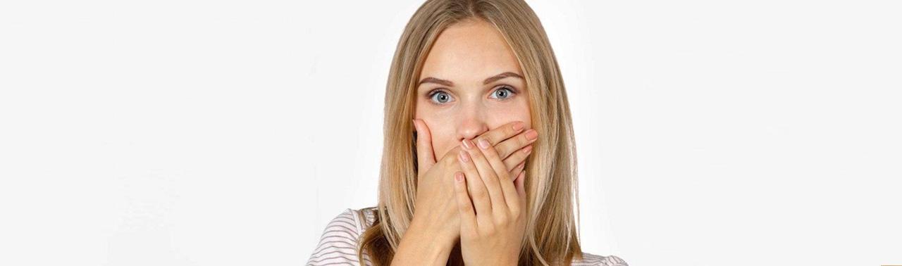 بوی بد دهان: علل و راهکارهای مقابله با این مشکل