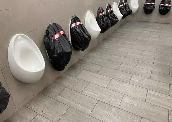 فاصله گیری اجتماعی حتی در دستشوییها هم رعایت میشود.