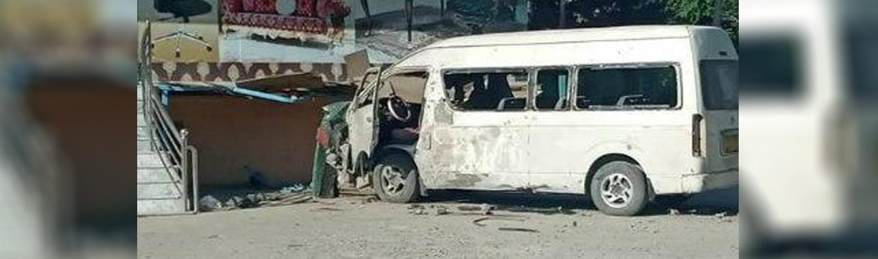 در آستانه مذاکرات صلح؛ موتر حامل کارمندان یک رسانه در کابل هدف انفجار قرار گرفت