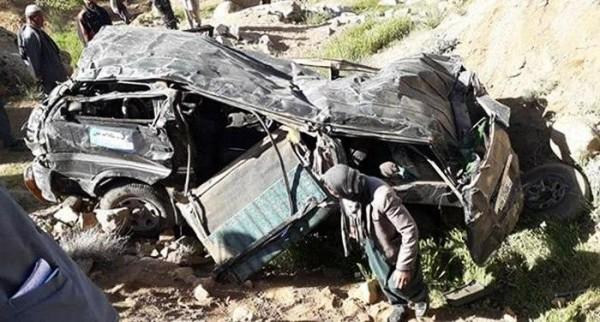 مسوولان محلی در ولایت دایکندی میگویند  در نتیجه منحرف شدن یک موتر مسافربری از جاده  در ولسوالی شهرستان این ولایت، چهار تن کشته شدند