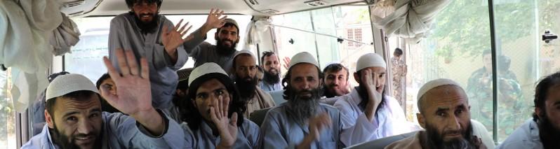 تلاش ها برای ادامه آتش بس؛ نزدیک به ۹۰۰ زندانی طالبان امروز آزاد می شود