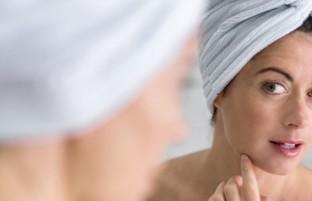 ۱۱ نشانه عدم تعادل هورمونی که هر زنی باید بداند
