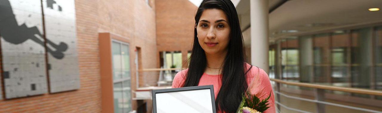 از دشواری های مهاجرت تا تلاش ها برای تغییر؛ لیزا کاکر برنده جایزه دانشجوی برتر بین المللی سویدن کیست؟