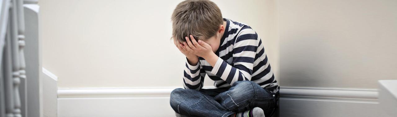 ۱۴ نشانه افسردگی در کودکان که هر پدر و مادری باید بداند