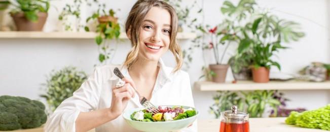 زیاد خوردن غذاهای سالم؛ ۸ ماده غذایی مفید که مصرف بیش از حد آنها اصلا عاقلانه نیست