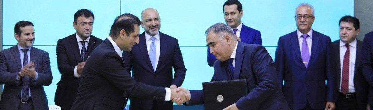 افغانستان و ازبکستان موافقت نامه خریدوفروش۱۰ ساله برق را امضا کردند