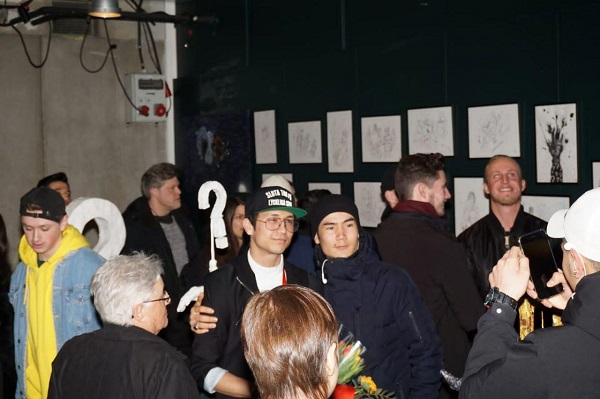 """هادی قاسمی: """"آرزوی هنرمندان مشهور این است تا در بزرگترین خانه فرهنگ استکهلم نمایشگاه داشته باشند و من توانستم در این جا اولین نمایشگاهم را برگزار کنم."""""""
