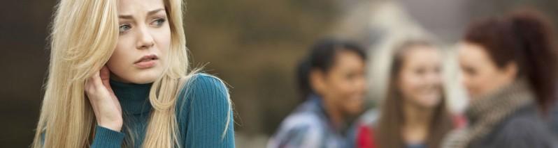 ۱۰ زبان بدن برای کسانی که اعتماد به نفس پایین دارند