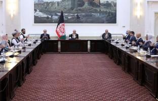 در آستانه مذاکرات بین الافغانی؛ غنی و عبدالله با هیئت مذاکره کننده دیدار کردند