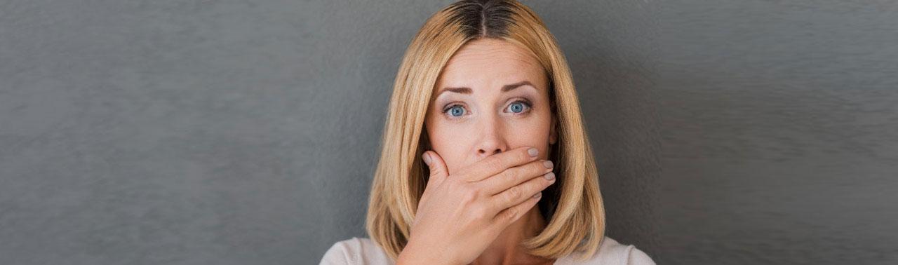 ۱۰ ماده غذایی که دندان ها را لکه دار و زرد می کنند